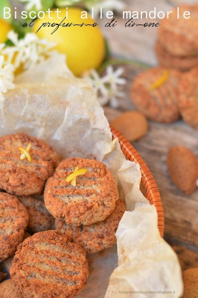 Biscotti alle mandorle al profumo di limone ( senza zucchero, senza grassi, senza farina)