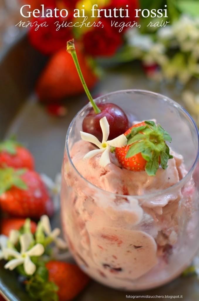 Gelato ai frutti rossi  (senza zucchero, vegan, raw, con panna di cocco e banane)
