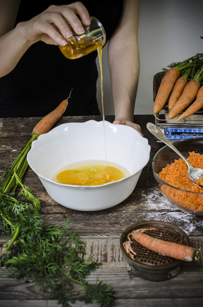 Torta di carote, albicocche e miele
