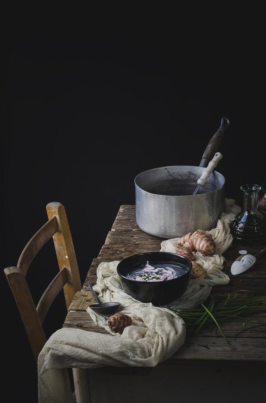 vellutata di topiunambur e cavolfiore viola