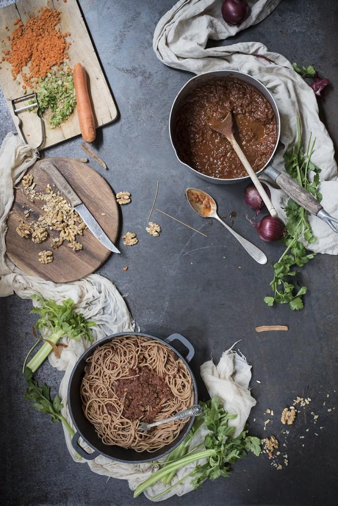 Spaghetti al ragù vegan di noci
