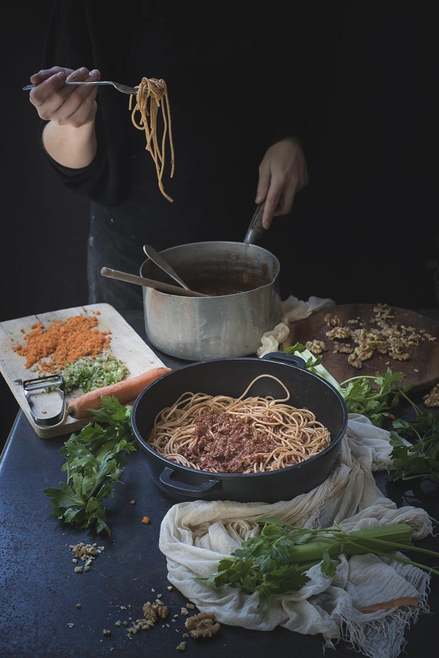 spaghetti con ragù vegan alle noci