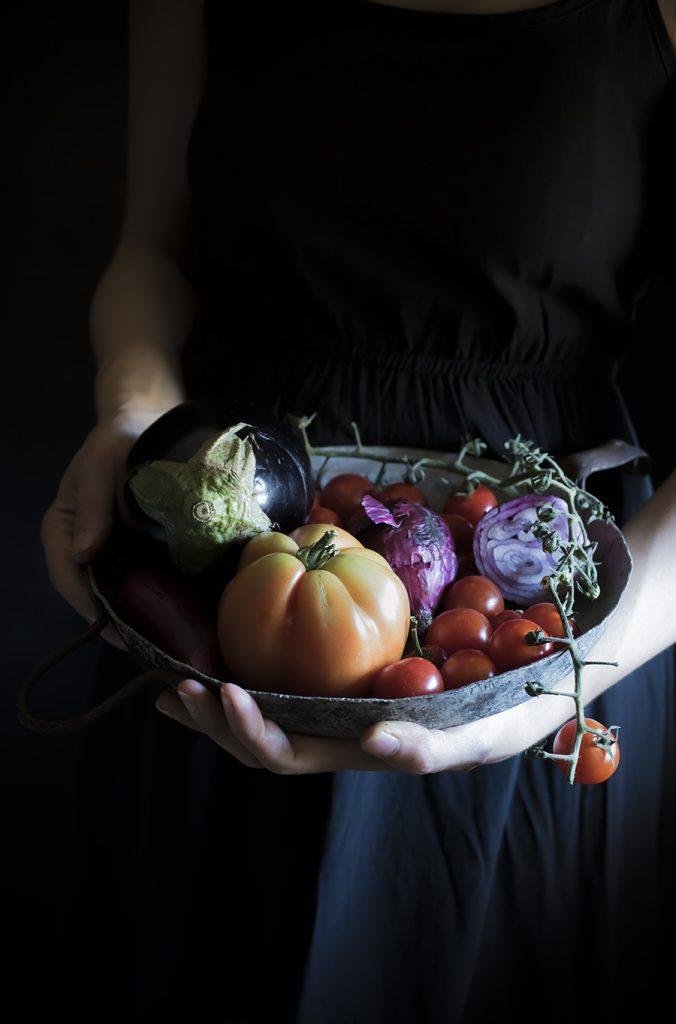 Panzanella con melanzane, uvetta, pinoli e ricotta salata/ Panzanella with eggplant, raisin, pine nuts and salted ricotta