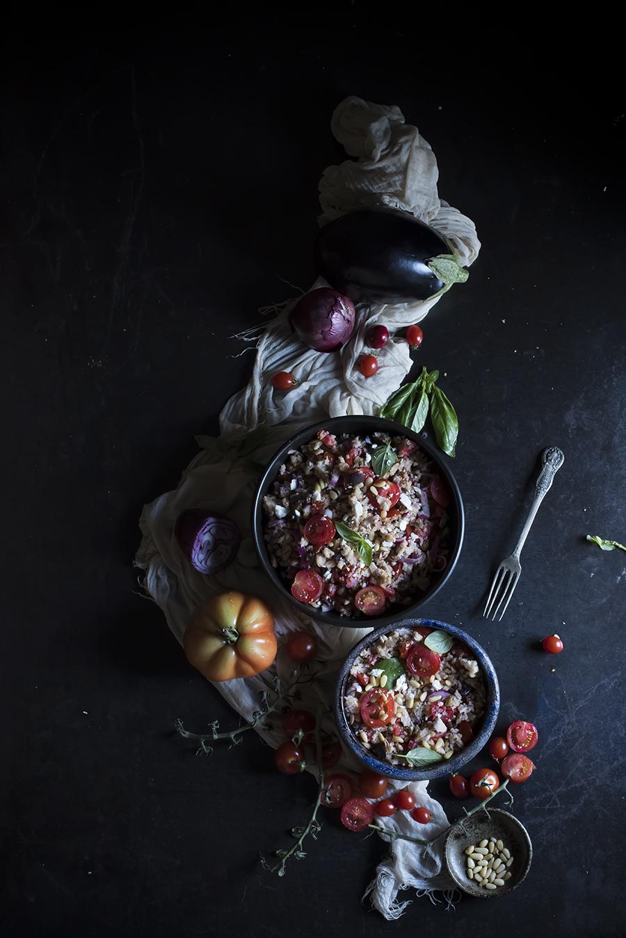 panzanella con melanzane, uvetta, pinoli