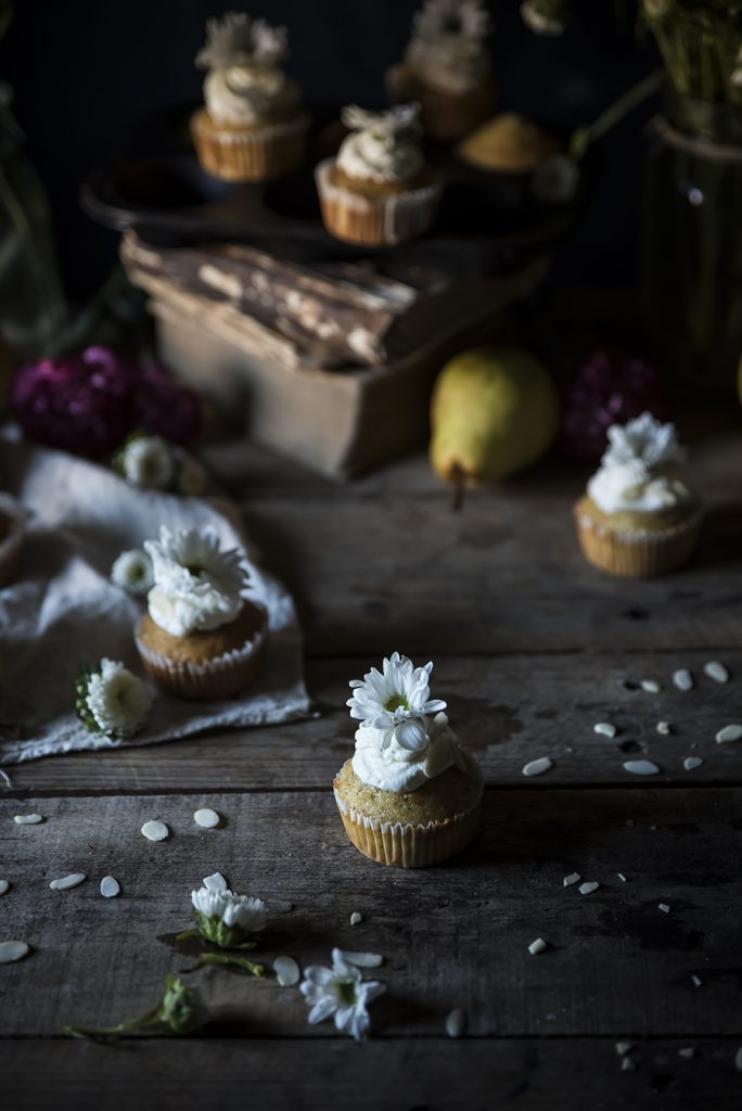 Cupcake alle pere e mandorle- Pear almond cupcakes