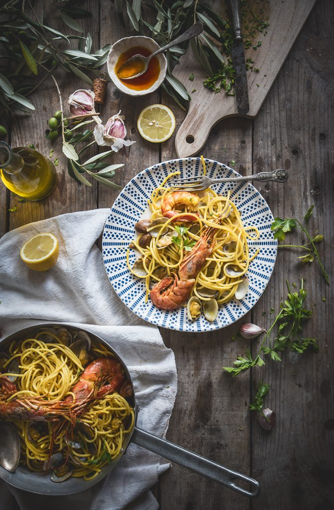 Spaghetti allo zafferano con vongole e gamberoni- Saffron spaghetti with clams and prawns