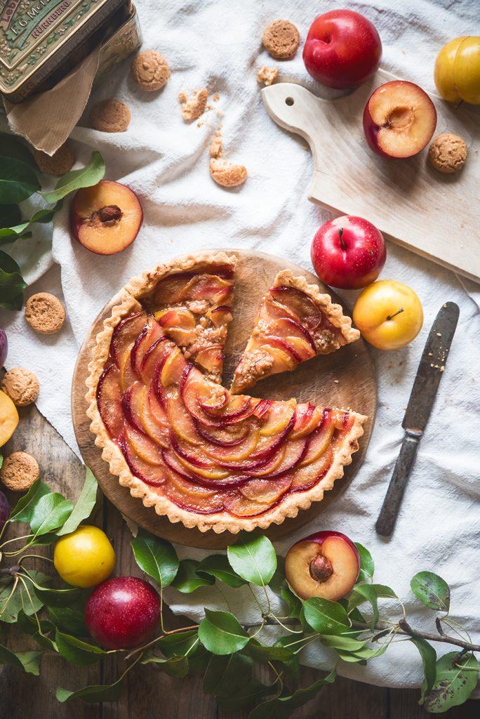 Crostata con prugne e amaretti (con frolla alle mandorle)-Plum and almond tart