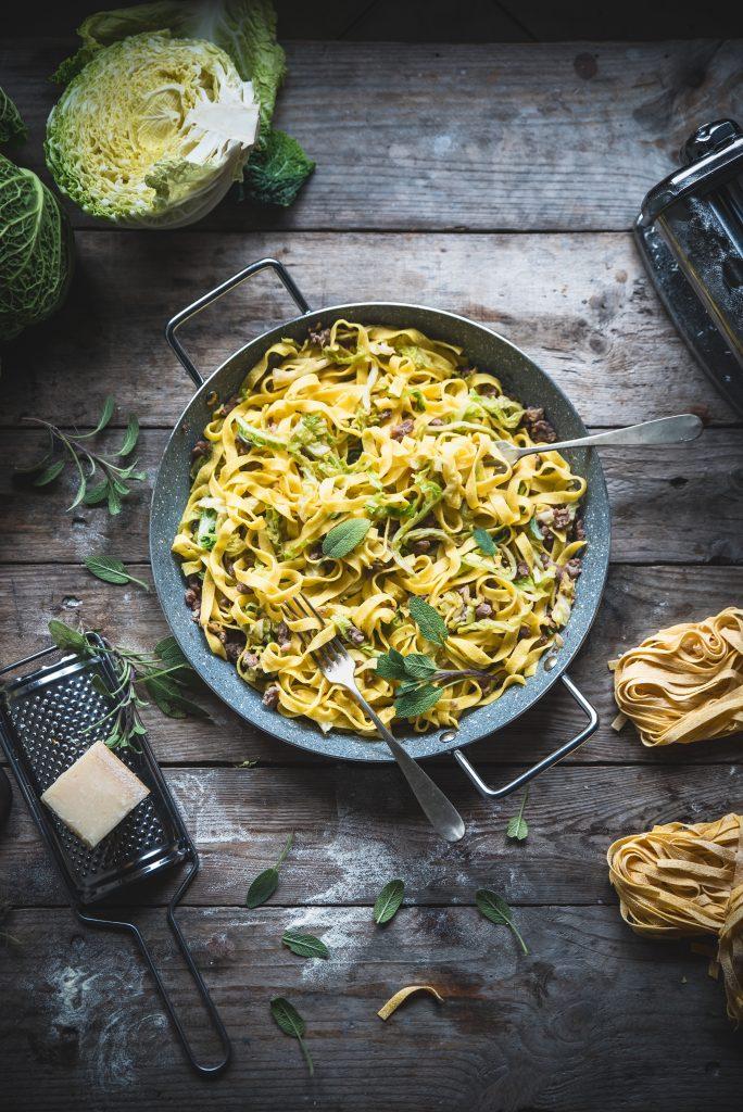 Fettuccine con verza e salsiccia-Savoy cabbage and sausage fettuccine
