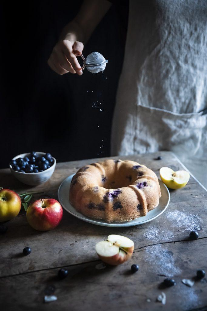 Ciambella farro avena con mele e mirtilli