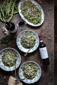 tagliatelle verdi ragù bianco con vino