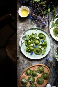 piatto con tortelli verdi